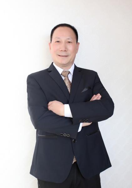 御乾堂红木董事长马海军_调整大小.jpg