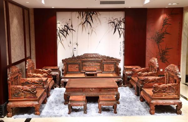 大清御品――老挝大红酸枝百狮如意沙发_调整大小.jpg