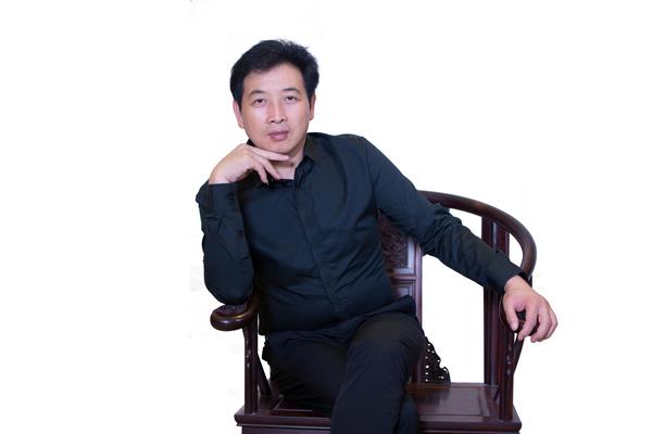 浙江艺术紫檀博物馆馆长李晓东_调整大小.jpg